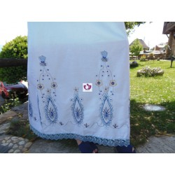 WHITE DRESS EMBROIDERY IN BLUE